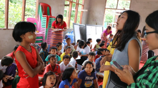 University students teaching and learning from the community children