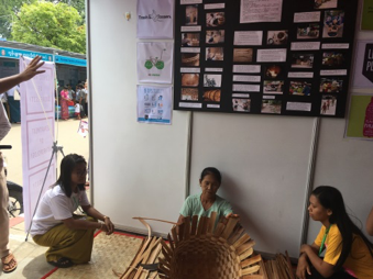 Making basket with Toddy-Palm Strips at the exhibition